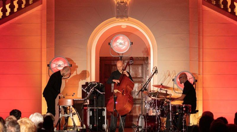 festiwal nostalgia oles brothers trio fot. slawek wachala 7 of 30 800x445 - Komeda na wibrafon, kontrabas i perkusję – czyli drugi dzień festiwalu Nostalgia
