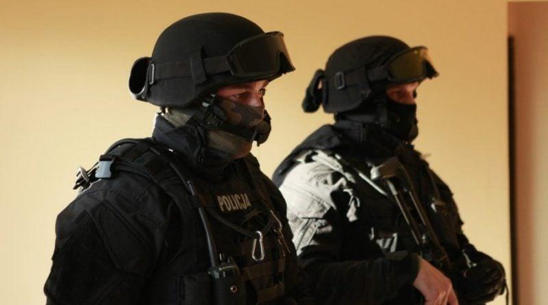 grupa realizacyjna szkolenie 5 fot. policja 800x445 - Poznań: Policjanci szkolili się w opuszczonym budynku