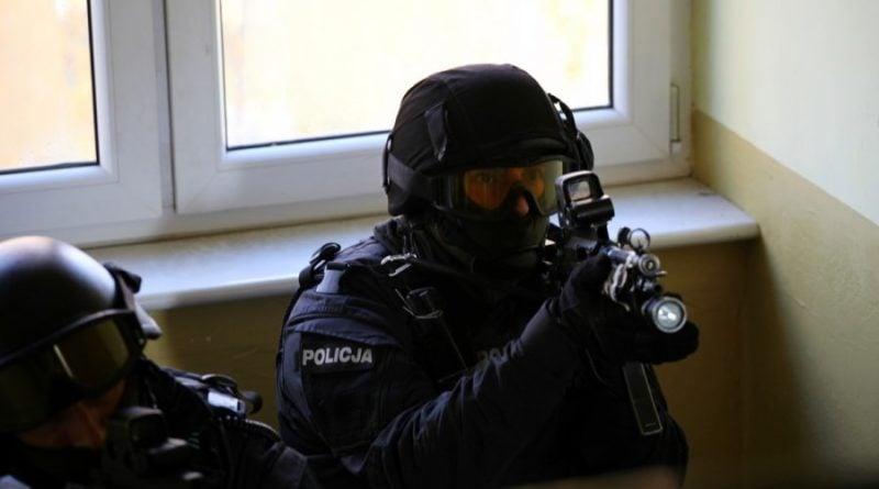 grupa realizacyjna szkolenie 8 fot. policja 800x445 - Poznań: Policjanci szkolili się w opuszczonym budynku