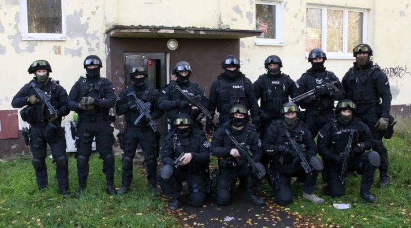 grupa realizacyjna szkolenie 9 fot. policja 800x445 - Poznań: Policjanci szkolili się w opuszczonym budynku