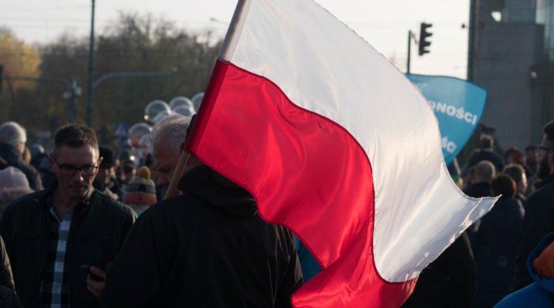 imieniny ulicy 11 listopada fot. wojtek lesiewicz 5 800x445 - 11 listopada w Poznaniu. Tłumy poznaniaków na ulicach (zdjęcia)