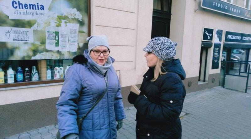 jezyce przechodzenie przez ulice 2 800x445 - Poznań: Jak radni z policjantami przez zebrę na Jeżycach przechodzili