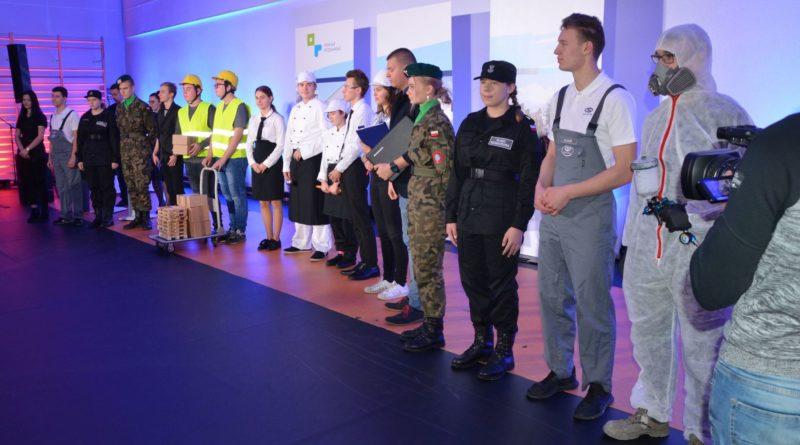 murowana goslina szkola 1 fot. pp 800x445 - Murowana Goślina: Stuletnia szkoła jak nowa. Dzięki modernizacji i dobudowie skrzydła