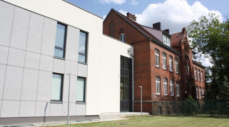 murowana goslina szkola 3 fot. pp 800x445 - Murowana Goślina: Stuletnia szkoła jak nowa. Dzięki modernizacji i dobudowie skrzydła