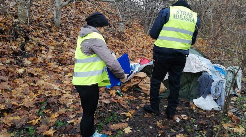 nowe miasto bezdomni 3 fot. straz miejska 800x445 - Poznań: Strażnicy miejscy odwiedzają bezdomnych