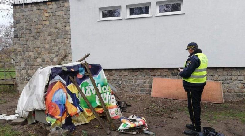 nowe miasto bezdomni 4 fot. straz miejska 800x445 - Poznań: Strażnicy miejscy odwiedzają bezdomnych
