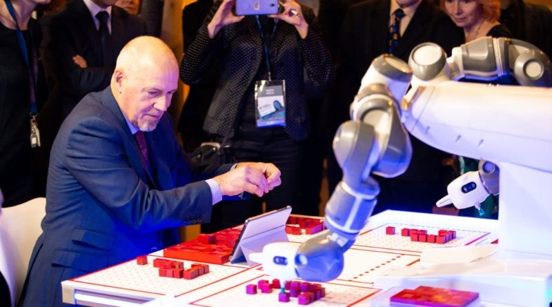 robot yumi abb etr w poznaniu 800x445 - Poznań europejską stolicą robotyki