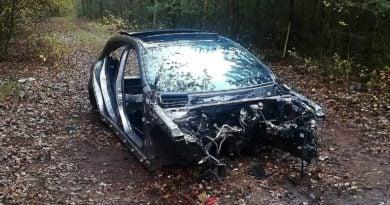 rozkręcony samochód fot. policja