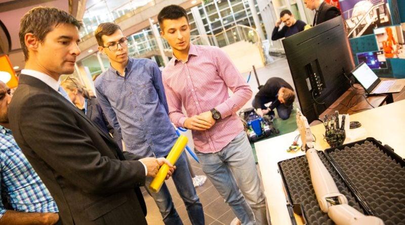 strefa wystawcow etr w poznaniu3 800x445 - Poznań europejską stolicą robotyki