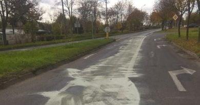 wyciek oleju na ulicy w Lesznie fot. UM Leszno