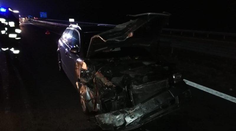 wypadek fot. kmp konin 2 800x445 - Wypadek na A2. Kolizja BMW i Audi, jedna osoba potrzebowała pomocy medycznej