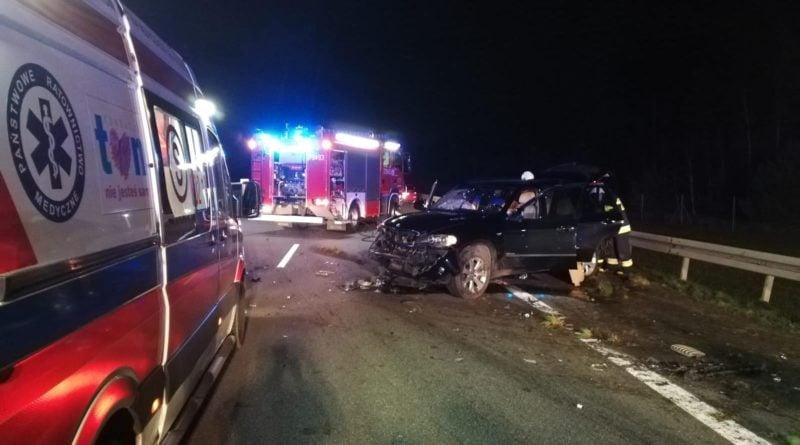 wypadek fot. kmp konin 3 800x445 - Wypadek na A2. Kolizja BMW i Audi, jedna osoba potrzebowała pomocy medycznej