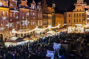 zapalenie choinki 2 fot. s. wachala 300x200 - Poznań: Ciężarówka utknęła na Małeckiego