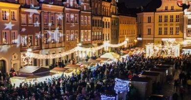 zapalenie choinki 2 fot. s. wachala 390x205 - Poznań: Samobójstwo na Starym Rynku. Na miejsce jedzie prokurator