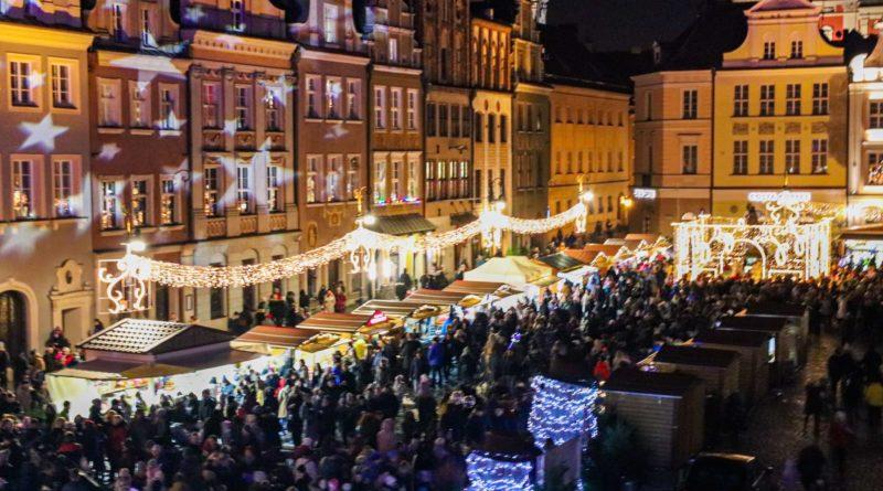 zapalenie choinki 2 fot. s. wachala 800x445 - Poznań: Miejska choinka już się świeci!