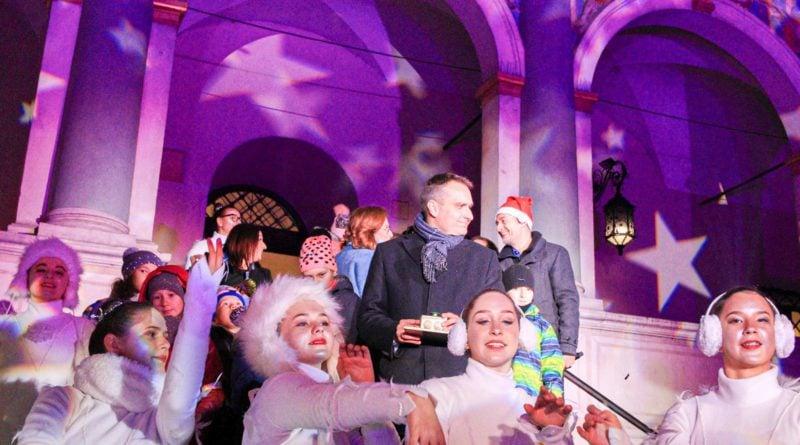 zapalenie choinki 5 fot. s. wachala 800x445 - Poznań: Miejska choinka już się świeci!
