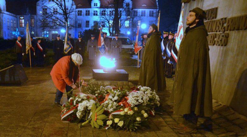 38. rocznica stanu wojennego 5 fot. ump 800x445 - Poznań: Hołd dla ofiar stanu wojennego