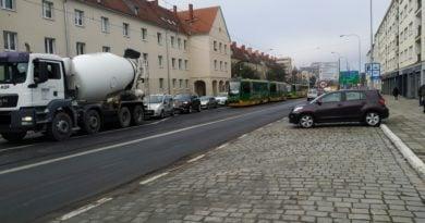 ciężarówka zablokowała tramwaj fot. Karolina