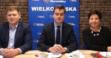 Grzegorz Rusiecki , otwarcie biura w Lesznie fot. FB