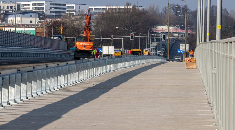 most lecha fot. slawek wachala 3 of 5 800x445 - Od czwartku otwarte trzy pasy ruchu na południowej nitce mostu Lecha