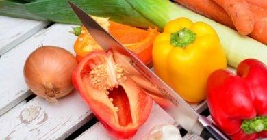 nóż i warzywa
