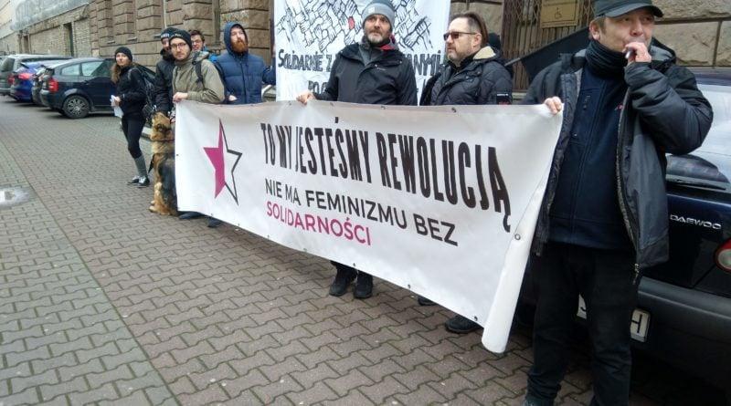 pikieta solidarnościowa przed sądem