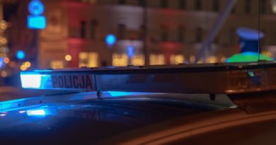 policja fot. slawek wachala 2 2 390x205 - Poznań: Koktajlem Mołotowa w... radiowóz