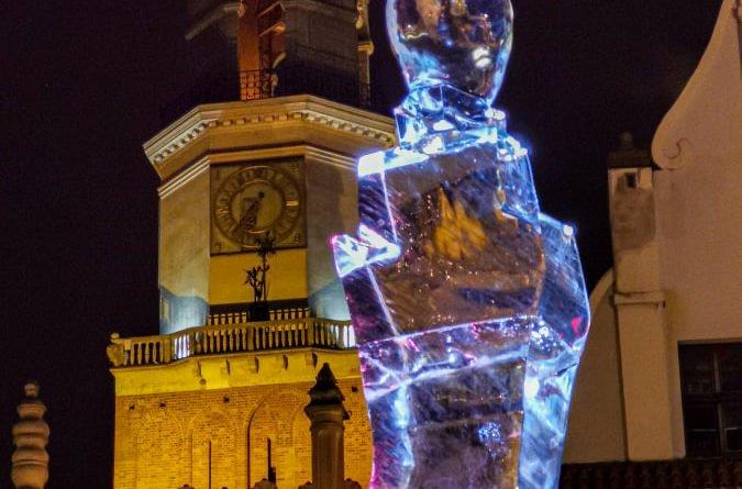 poznan ice festival konkurs glowny 2 fot. slawek wachala 675x445 - Poznań: Lodowe rzeźby i tłumy podziwiających