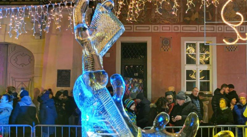 poznan ice festival konkurs glowny 6 fot. slawek wachala 800x445 - Poznań: Lodowe rzeźby i tłumy podziwiających