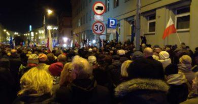 protest KOD przed Sądem Okręgowym w Poznaniu