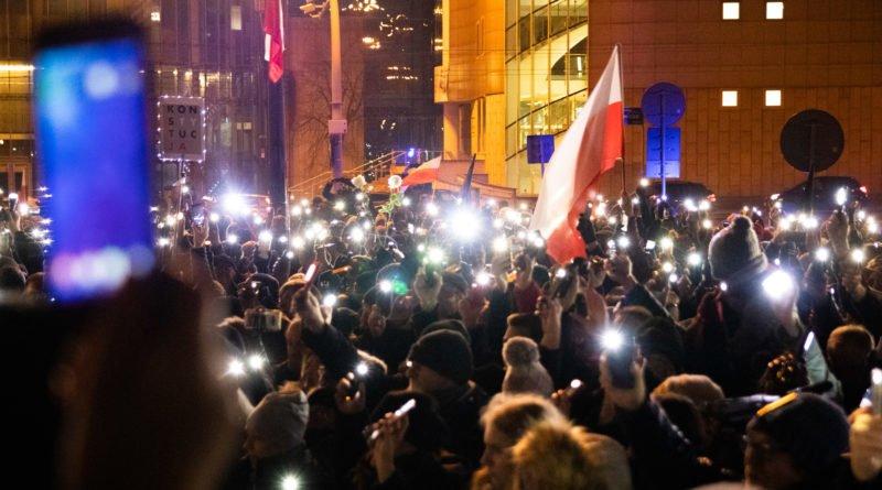 solidarnie z sedziami 1.12.2019 fot. slawek wachala 1 800x445 - Poznań: Łańcuch Światła solidarnie z sędziami