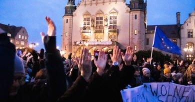 solidarnie z sedziami 1.12.2019 fot. slawek wachala 12 390x205 - Poznań: Łańcuch Światła 22. W obronie sędziów