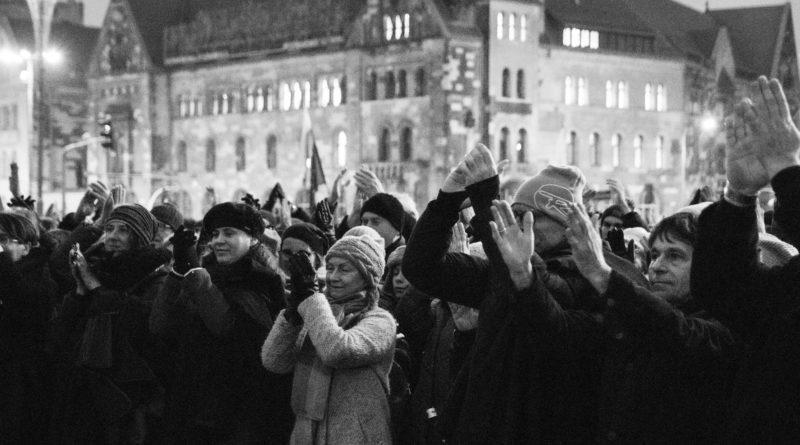 solidarnie z sedziami 1.12.2019 fot. slawek wachala 13 800x445 - Poznań: Łańcuch Światła solidarnie z sędziami