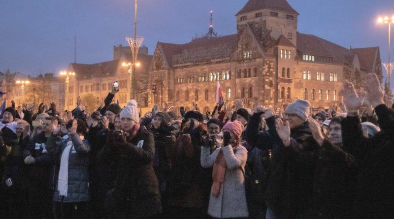 solidarnie z sedziami 1.12.2019 fot. slawek wachala 14 800x445 - Poznań: Łańcuch Światła solidarnie z sędziami