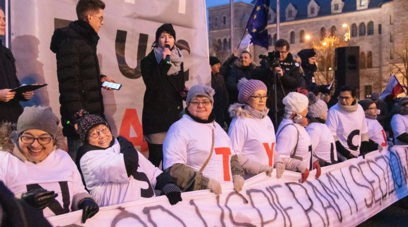 solidarnie z sedziami 1.12.2019 fot. slawek wachala 15 800x445 - Poznań: Łańcuch Światła solidarnie z sędziami