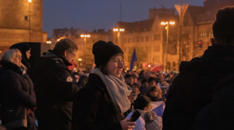 solidarnie z sedziami 1.12.2019 fot. slawek wachala 16 800x445 - Poznań: Łańcuch Światła solidarnie z sędziami