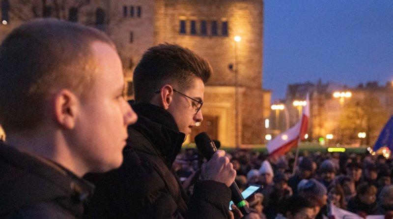 solidarnie z sedziami 1.12.2019 fot. slawek wachala 17 800x445 - Poznań: Łańcuch Światła solidarnie z sędziami