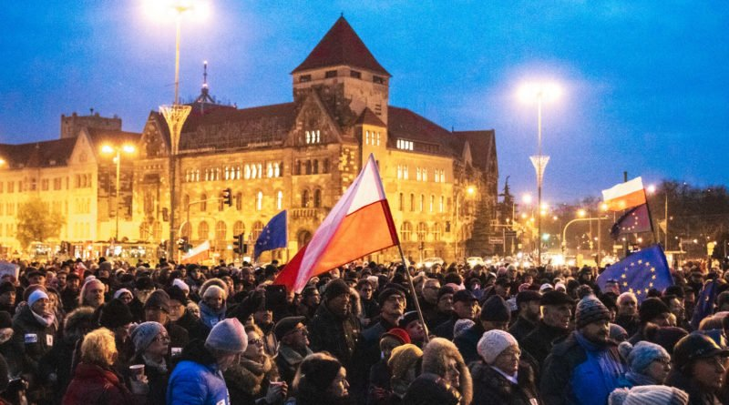 solidarnie z sedziami 1.12.2019 fot. slawek wachala 19 800x445 - Poznań: Łańcuch Światła solidarnie z sędziami