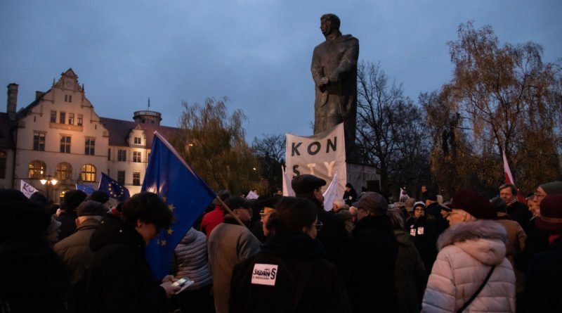 solidarnie z sedziami 1.12.2019 fot. slawek wachala 2 800x445 - Poznań: Łańcuch Światła solidarnie z sędziami