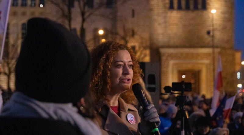 solidarnie z sedziami 1.12.2019 fot. slawek wachala 20 800x445 - Poznań: Łańcuch Światła solidarnie z sędziami