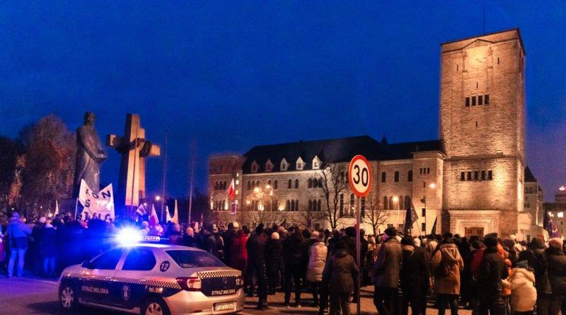 solidarnie z sedziami 1.12.2019 fot. slawek wachala 21 800x445 - Poznań: Łańcuch Światła solidarnie z sędziami