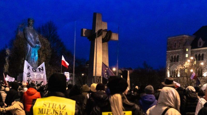 solidarnie z sedziami 1.12.2019 fot. slawek wachala 22 800x445 - Poznań: Łańcuch Światła solidarnie z sędziami