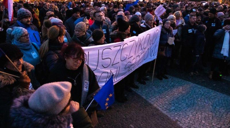solidarnie z sedziami 1.12.2019 fot. slawek wachala 5 800x445 - Poznań: Łańcuch Światła solidarnie z sędziami
