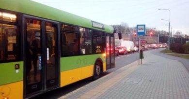 srodka autobusy w korkach 3 fot. ztm 390x205 - Poznań: Koniec ferii - autobusy wracają na stałe trasy