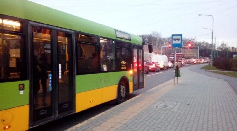 srodka autobusy w korkach 3 fot. ztm 800x445 - Poznań: Koniec ferii - autobusy wracają na stałe trasy