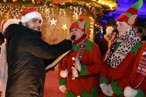swiety mikolaj fot. ump 2 300x200 - Święty Mikołaj przyjechał do Poznania. Były prezenty!