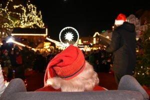 swiety mikolaj fot. ump 3 300x200 - Święty Mikołaj przyjechał do Poznania. Były prezenty!