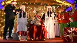 swiety mikolaj fot. ump 6 300x169 - Święty Mikołaj przyjechał do Poznania. Były prezenty!