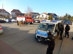 """terrorysta w szkole cwiczenia policji fot. kwp 1 300x225 - Jarocin: Terrorysta wtargnął do szkoły. """"Całe zdarzenie było ściśle zaplanowanymi ćwiczeniami"""""""
