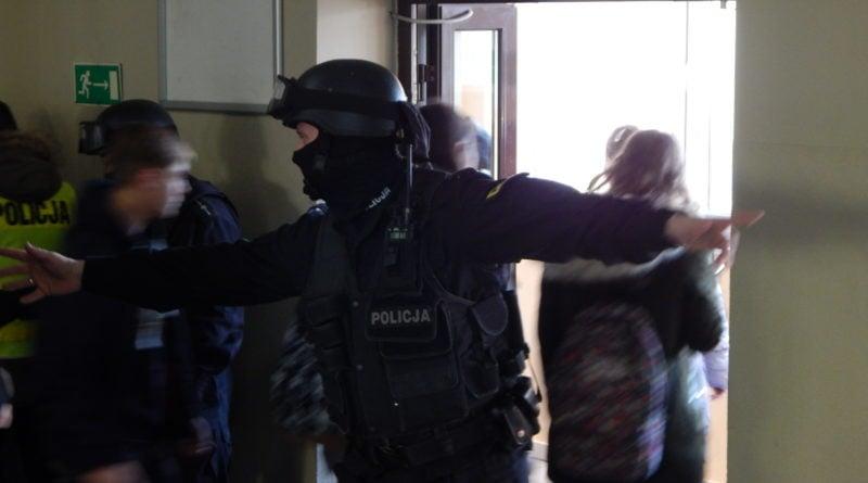 terrorysta w szkole - ćwiczenia policji fot. kwp